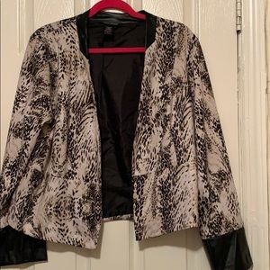 Women blazer W/leather on sleeves